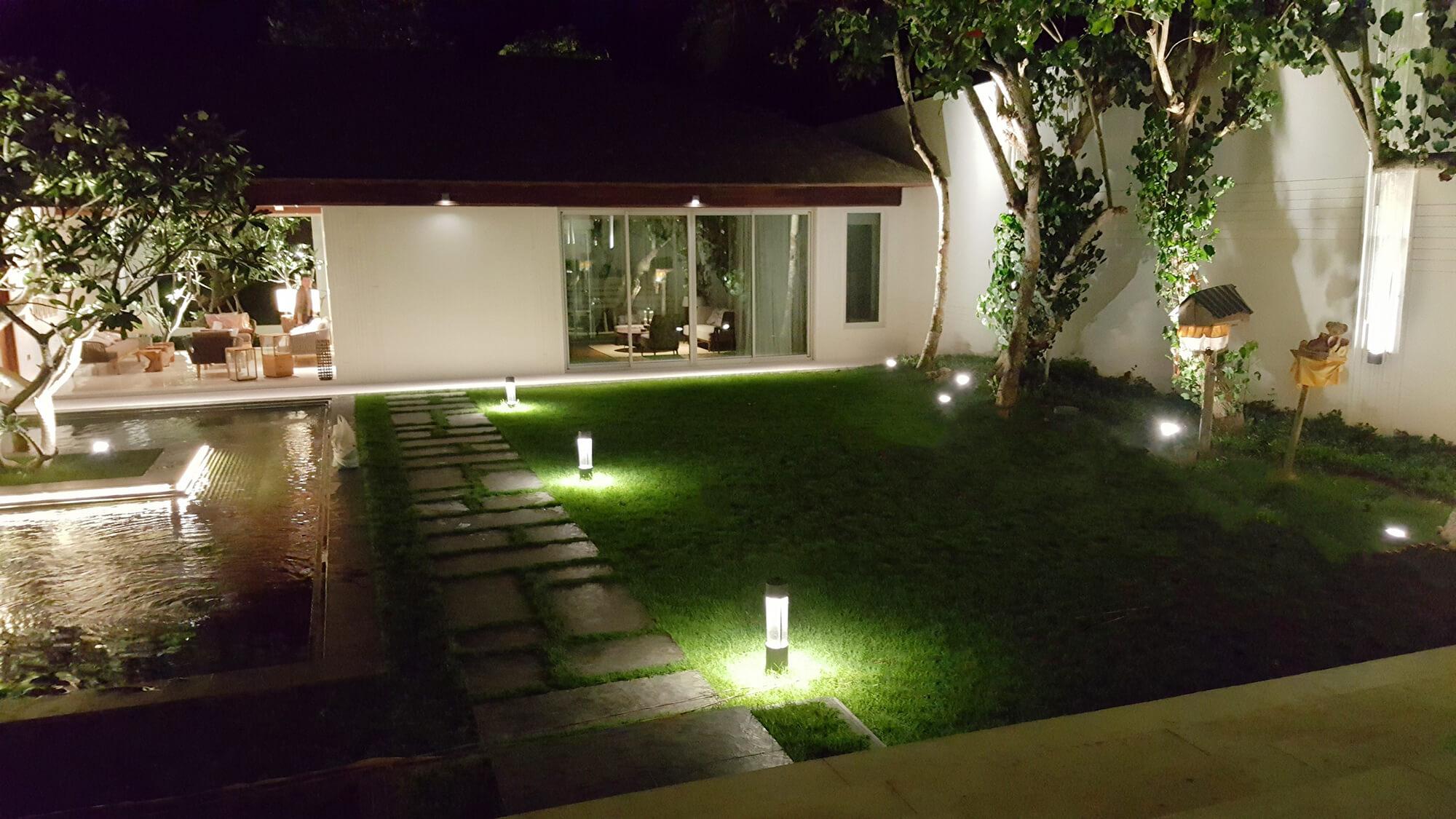 bali vila garden night