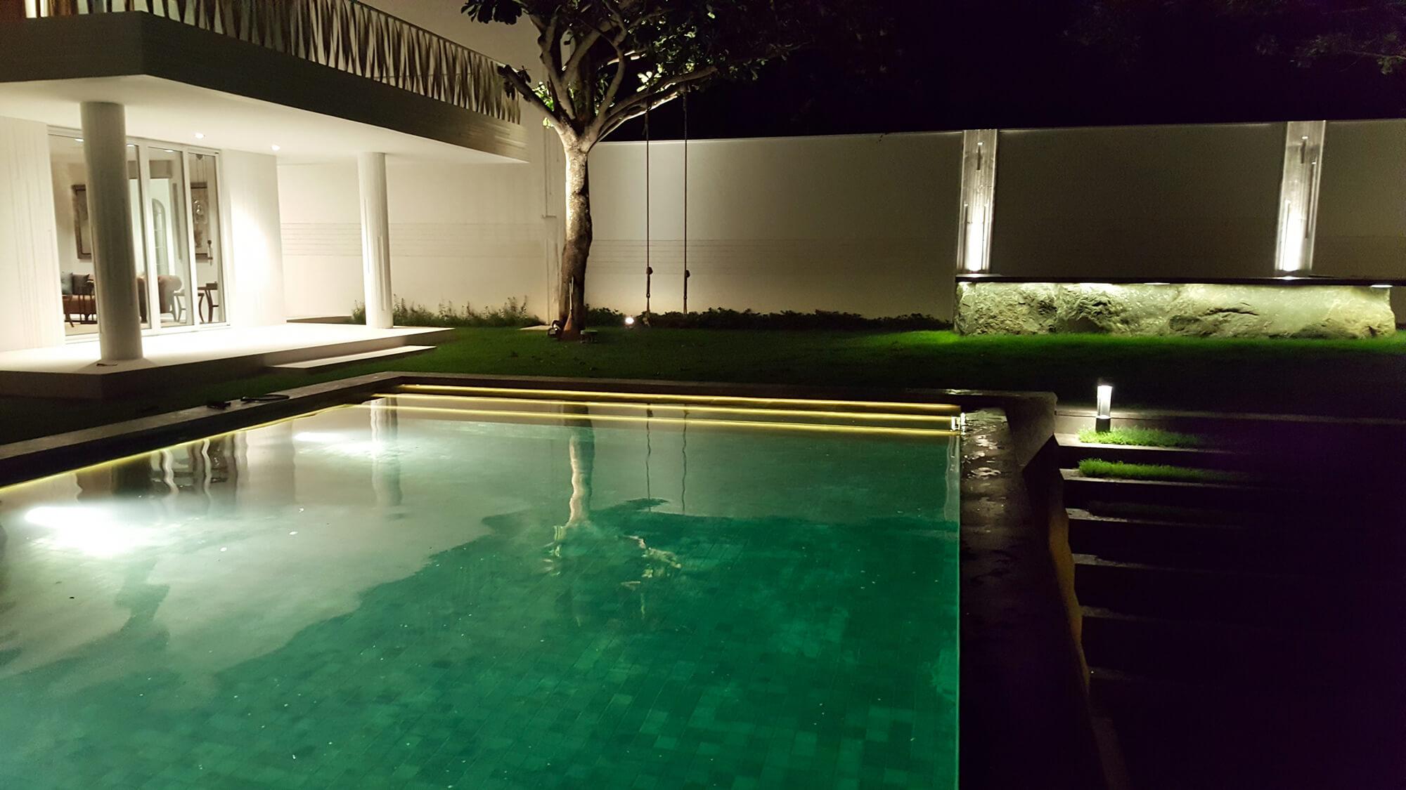 bali vila underwater light